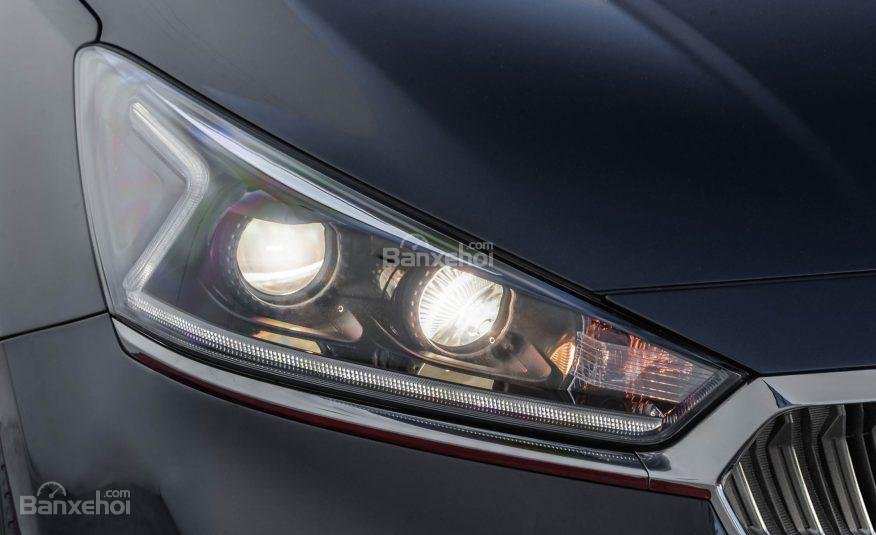 Đánh giá xe Kia Cadenza 2017: Đèn pha xe.