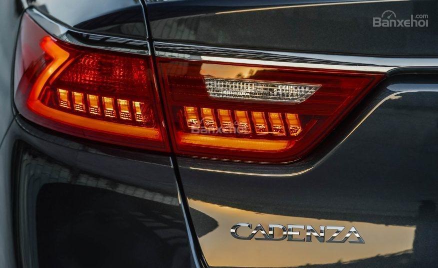 Đánh giá xe Kia Cadenza 2017: Đèn hậu tích hợp LED.