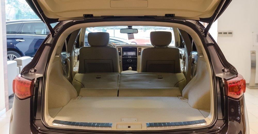Đánh giá xe Infiniti QX70 2017 về khoang hành lý a3