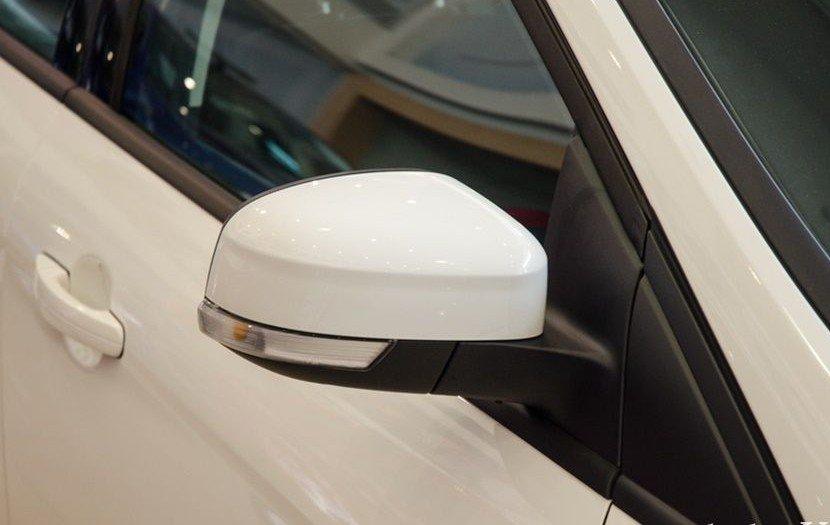Đánh giá xe Ford Focus 2017: Gương chiếu hậu tích hợp đèn báo rẽ 1