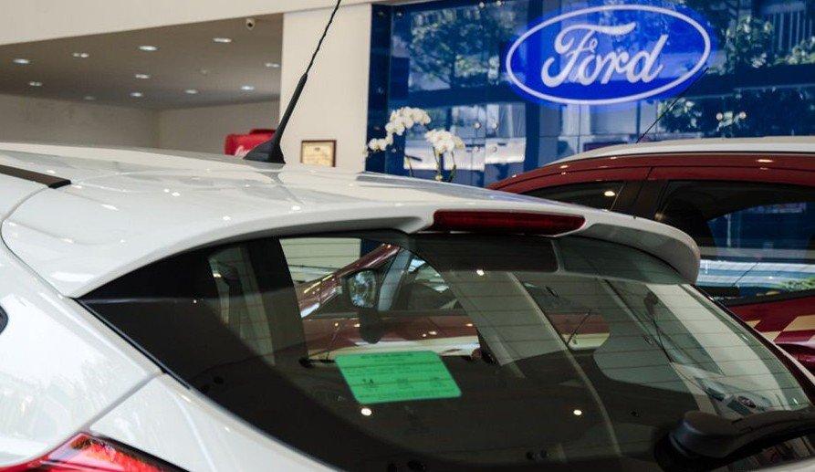 Đánh giá xe Ford Focus 2017: Dải đèn LED phanh 1