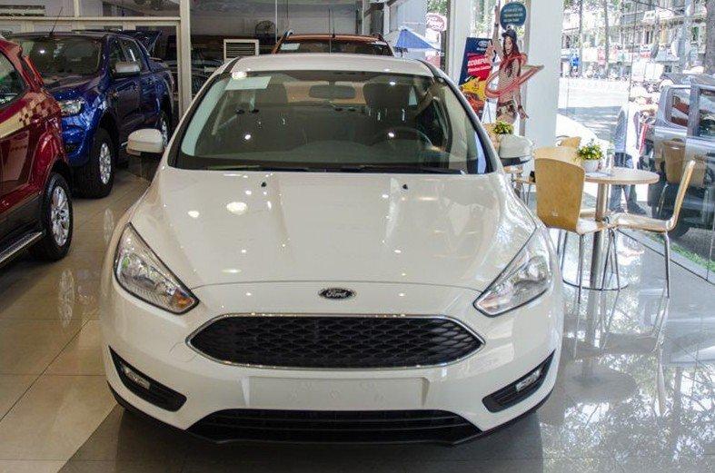 Đánh giá xe Ford Focus 2017: Thiết kế đầu xe tương tự như trên phiên bản Titanium 1