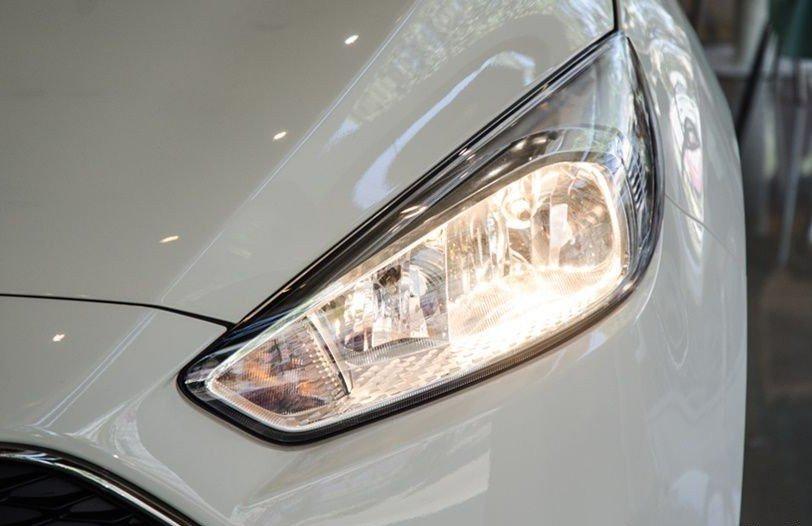Đánh giá xe Ford Focus 2017: Cụm đèn pha mảnh dẻ 1