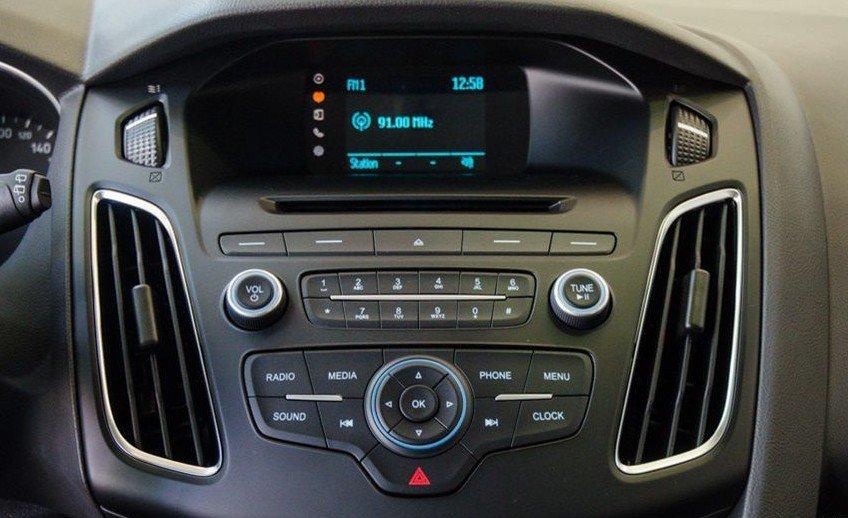 Đánh giá xe Ford Focus 2017: Hệ thống SYNC 1.1 cùng màn hình hiển thị 3.8 inch đơn sắc 1