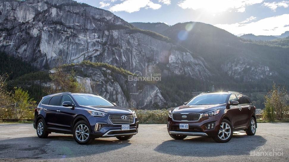 So sánh xe Hyundai Santa Fe 2017 và Kia Sorento 2017: Liệu giá bán có thắng được thương hiệu