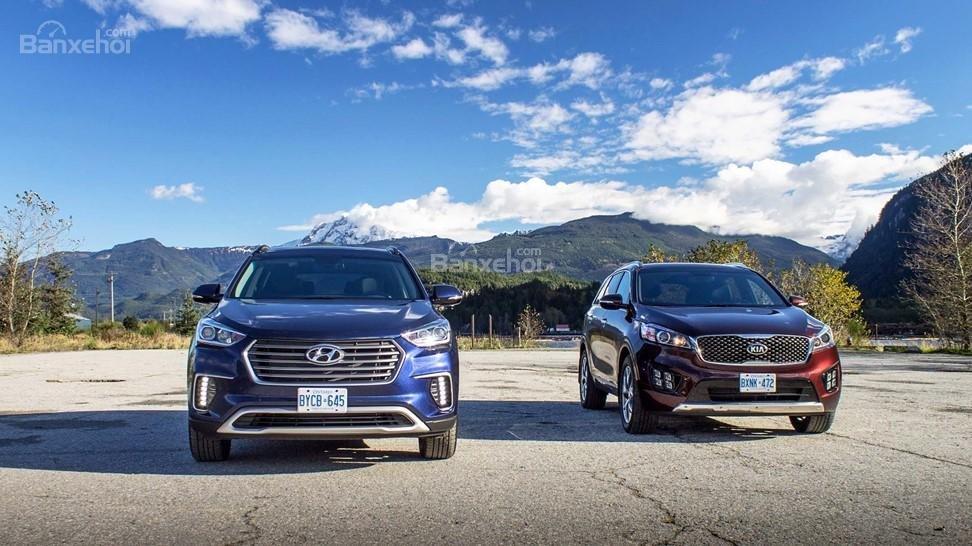 So sánh xe Hyundai Santa Fe 2017 và Kia Sorento 2017 về đầu xe.