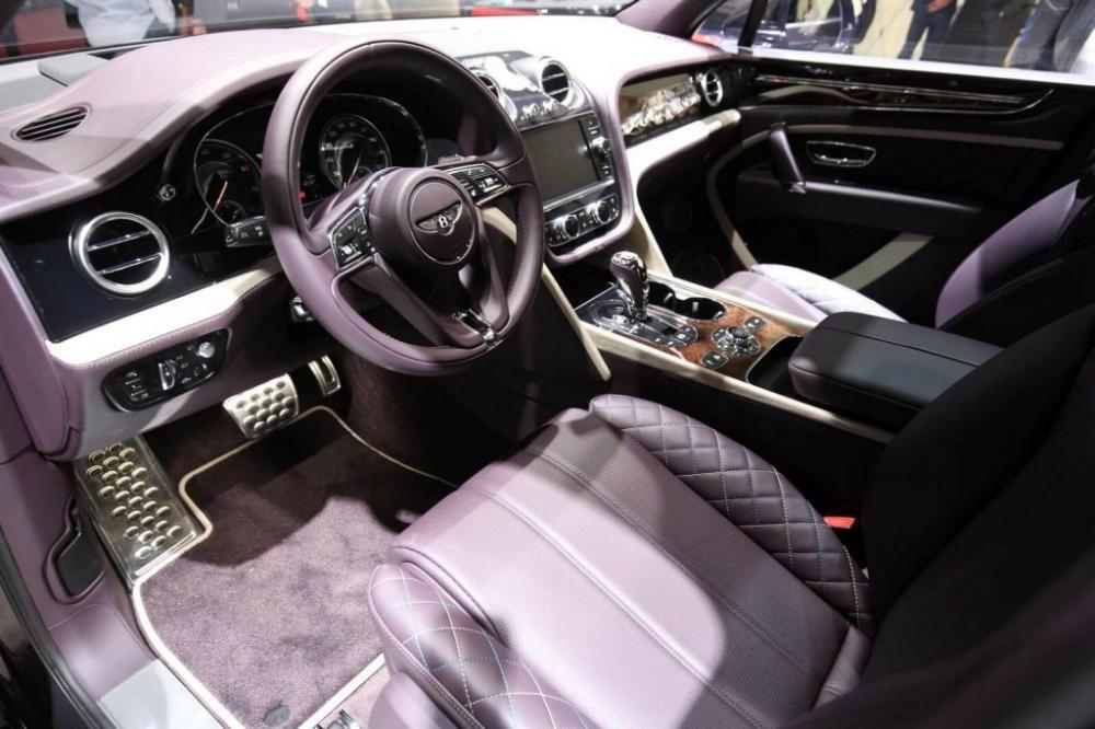 Bentley Bentayga Mulliner chính thức xuất hiện tại Geneva, dằn mặt Lamborghini.