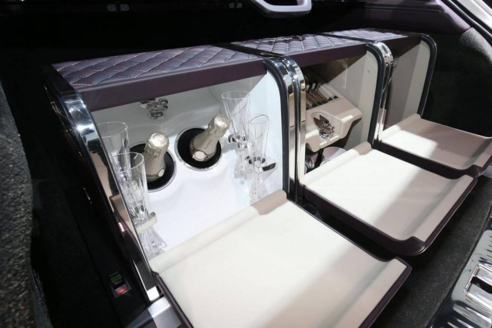 Bentley Bentayga Mulliner chính thức xuất hiện tại Geneva, dằn mặt Lamborghini 3