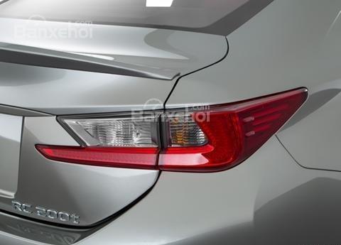 Đánh giá xe Lexus RC 2017: Đèn hậu tích hợp LED.