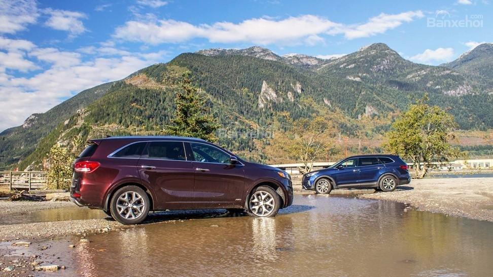 Cả Hyundai Santa Fe 2017 và Kia Sorento 2017 đều cho cảm giác vận hành tốt.