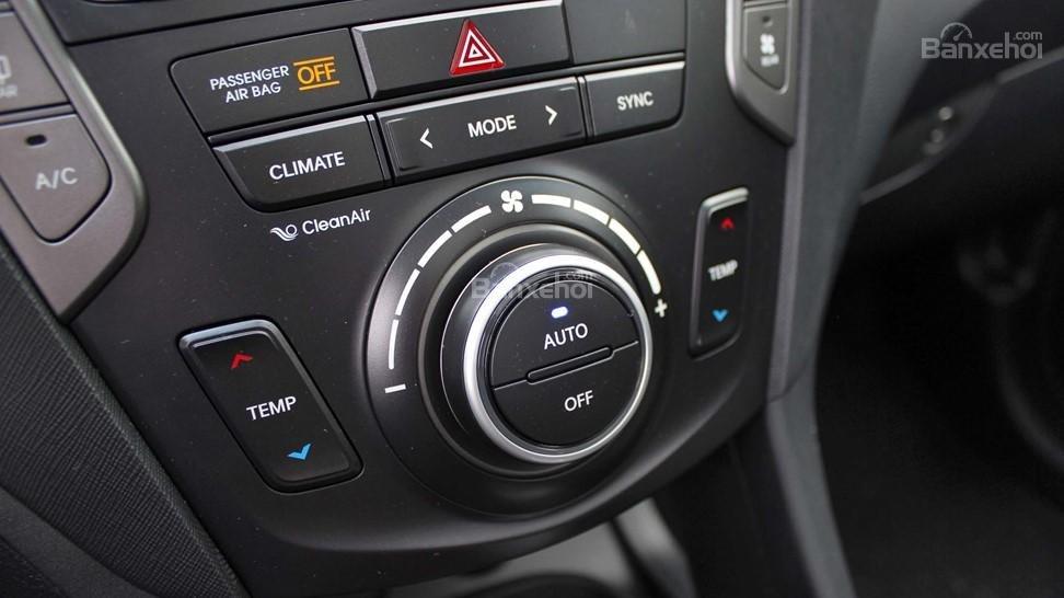 So sánh xe Hyundai Santa Fe 2017 và Kia Sorento 2017: Đều được trang bị điều hòa 2 khu vực a1
