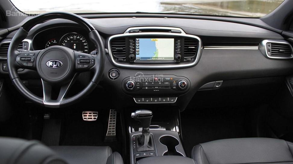 So sánh xe Hyundai Santa Fe 2017 và Kia Sorento 2017 về thiết kế nội thất a2