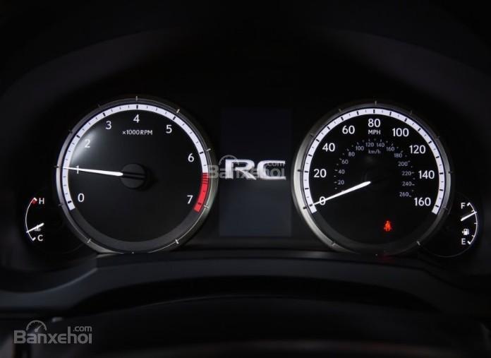 Đánh giá xe Lexus RC 2017: Cụm đồng hồ trên xe.