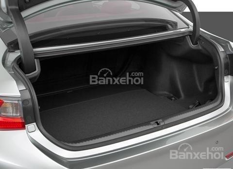 Đánh giá xe Lexus RC 2017: Xe sở hữu khoang hành lý ở mức khiêm tốn.