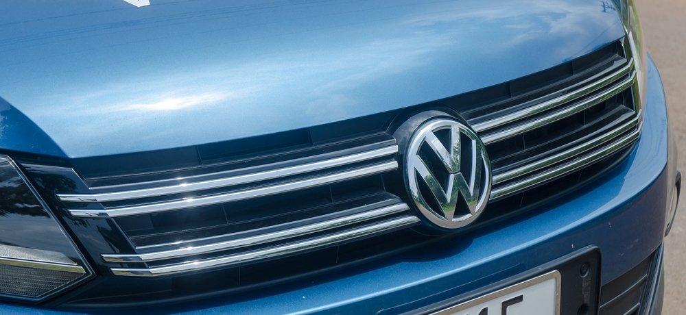 Đánh giá xe Volkswagen Tiguan 2016: Lưới tản nhiệt thiết kế thanh mảnh, đơn giản.