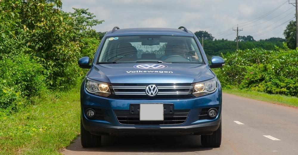 Đánh giá xe Volkswagen Tiguan 2016: Đầu xe thiết kế khá đơn giản.