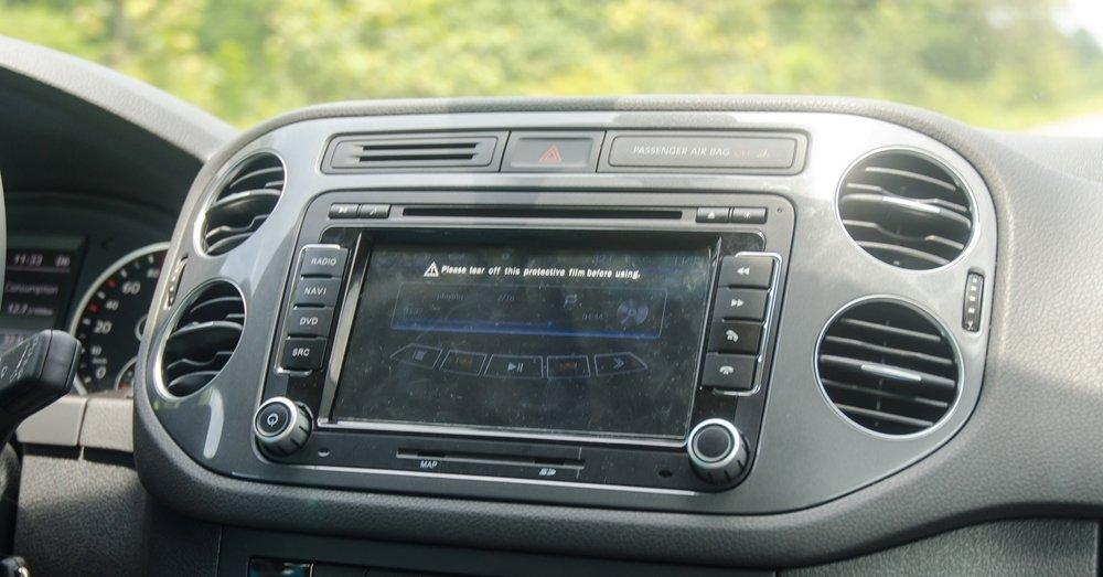 Volkswagen Tiguan 2016 được lắp đặt dàn âm thanh 8 loa bố trí khắp khoang cabin.
