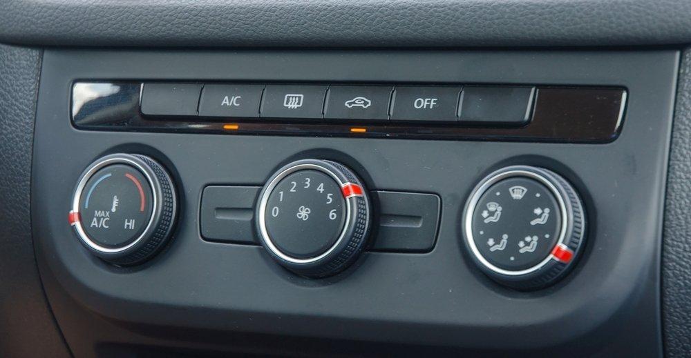 Đánh giá xe Volkswagen Tiguan 2016: Hệ thống điều hòa cho khả năng làm lạnh nhanh và sâu a1
