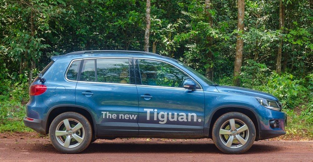 Đánh giá xe Volkswagen Tiguan 2016: Thân xe nổi bật với các đường gân dập nổi nhẹ nhàng, mềm mại.