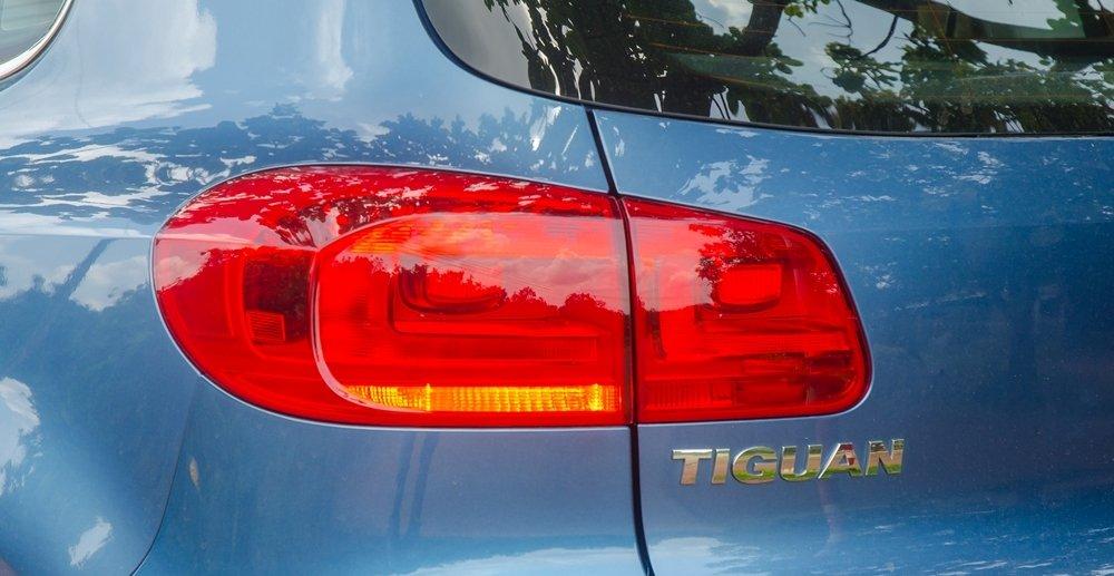 Đánh giá xe Volkswagen Tiguan 2016: Đèn hậu thiết kế mềm mại .