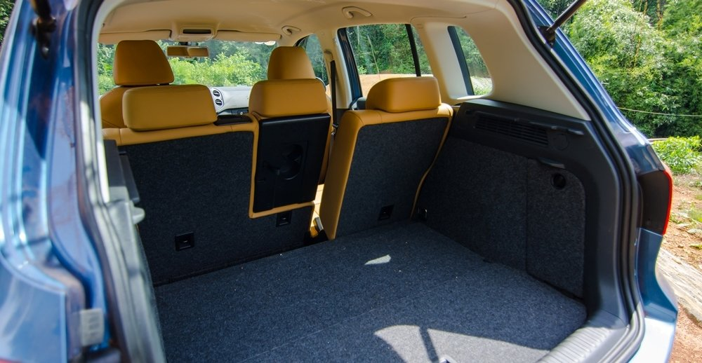 Đánh giá xe Volkswagen Tiguan 2016 về không gian chứa đồ a2