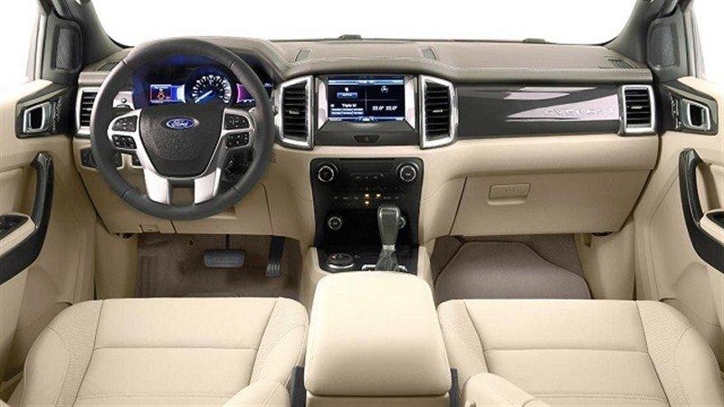 Ford Everest sở hữu nội thất vượt xa đối thủ Nhật Bản Toyota Fortuner.