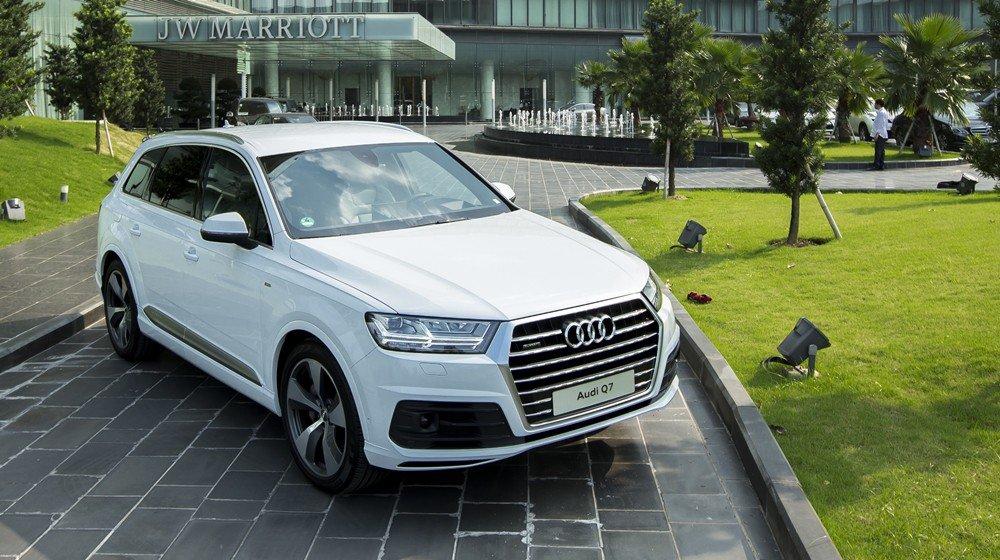 Audi Q7 2016 sở hữu thiết kế khá thể thao và sang trọng đậm chất Đức.