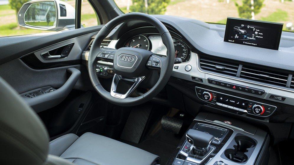 So sánh xe Audi Q7 2016 và Audi Q7 2016 về nội thất: Xe Đức toàn thắng.