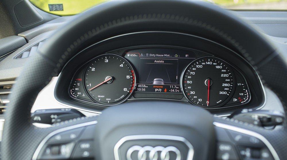 Audi Q7 sở hữu loạt tính năng đủ dùng, nổi bật với Audi smartphone interface đặc trưng.