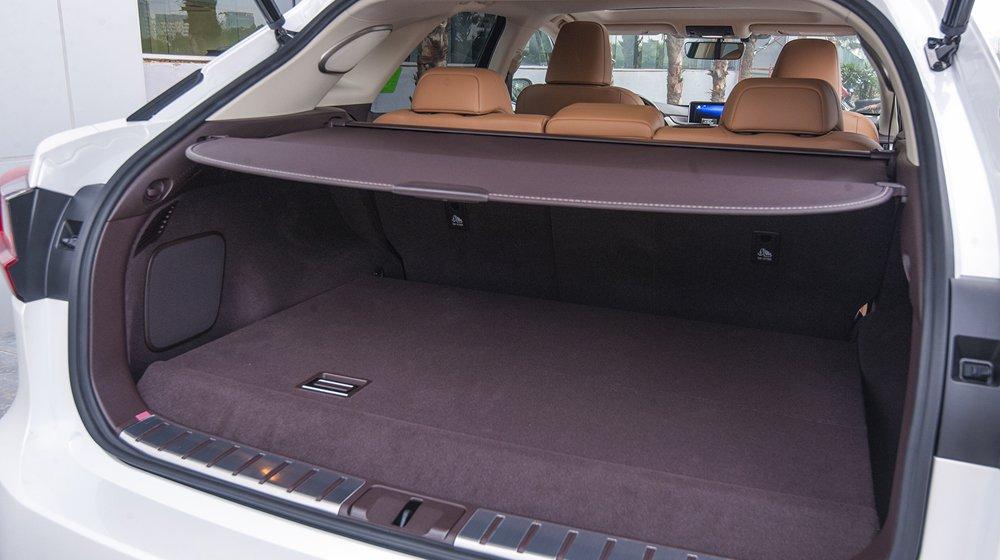 Thiết kế ghế ngồi của Lexus RX được cho là thông minh và vô cùng tiện dụng 3