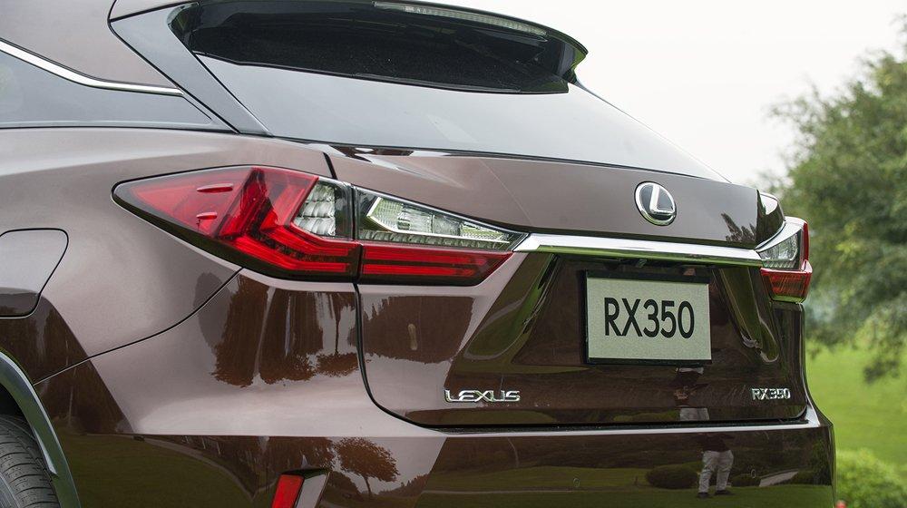 Lexus RX sở hữu thiết kế mềm mại đặc trưng, đi kèm vô số công nghệ hiện đại 2