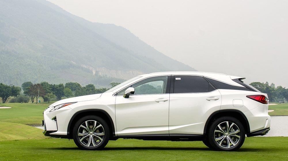 Lexus RX sở hữu thiết kế mềm mại đặc trưng, đi kèm vô số công nghệ hiện đại.