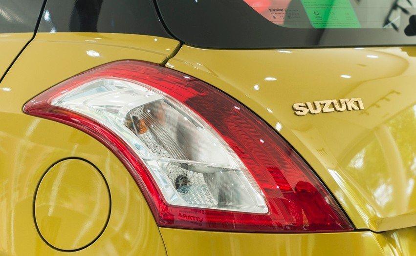 Đánh giá xe Suzuki Swift 2017: Cụm đèn hậu 1