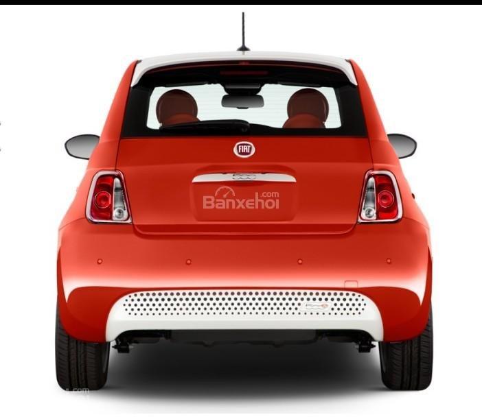 Đánh giá xe Fiat 500e 2017: Đuôi xe mang đặc trưng của một chiếc hatch.