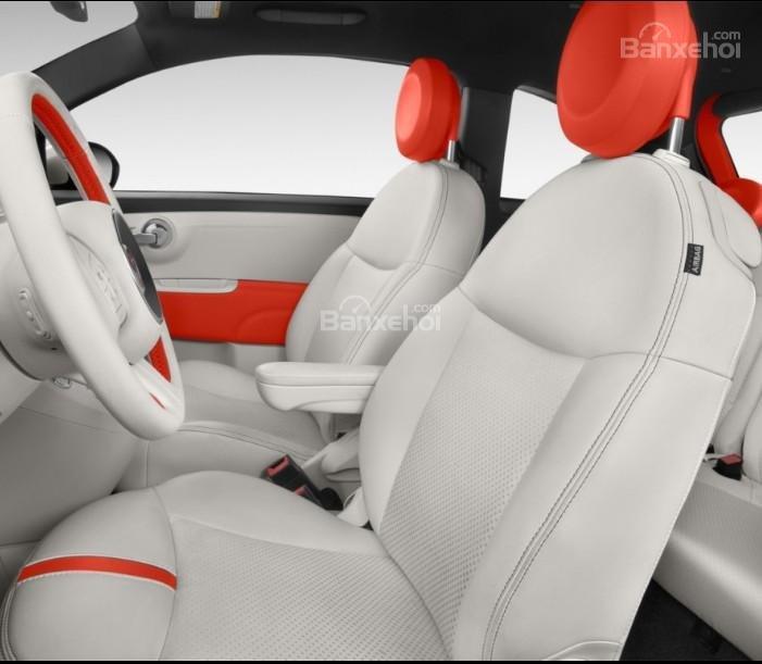 Đánh giá xe Fiat 500e 2017: Hàng ghế trước của xe.