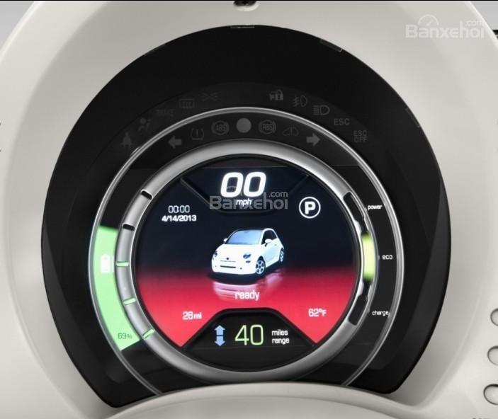 Đánh giá xe Fiat 500e 2017: Đồng hồ trên xe.