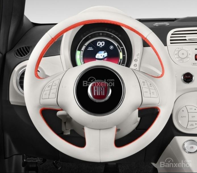Đánh giá xe Fiat 500e 2017: Vô lăng xe.