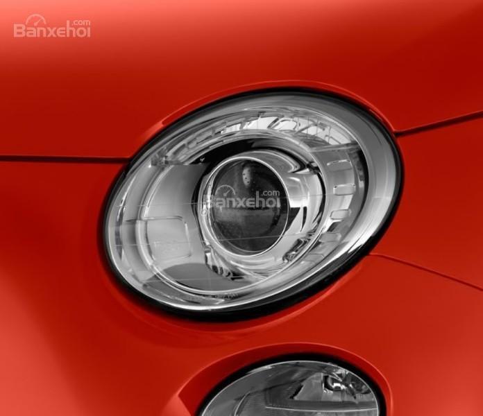 Đánh giá xe Fiat 500e 2017: Đèn pha xe hình tròn.