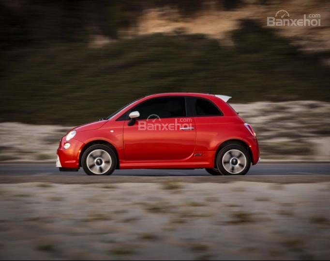 Đánh giá xe Fiat 500e 2017: Thiết kế thân xe ngắn.