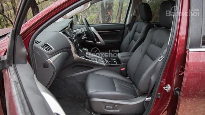 So sánh xe Mitsubishi Pajero Sport 2017 và Chevrolet Trailblazer 2017 về không gian ghế ngồi.
