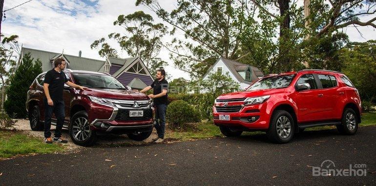 So sánh xe Mitsubishi Pajero Sport 2017 và Chevrolet Trailblazer 2017 về giá bán .