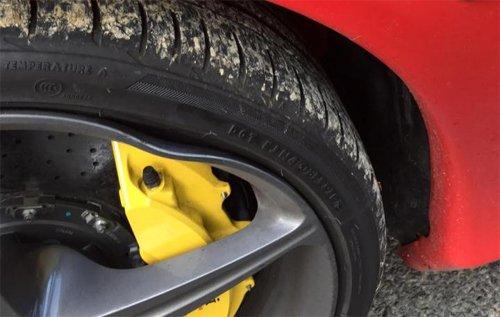 Sập ổ gà, chủ nhân Ferrari 458 Spider được đền 12.000 USD để sửa xe 7
