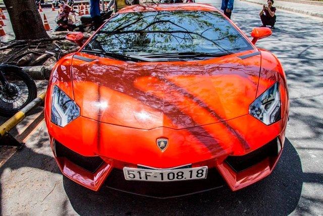 Siêu bò Lamborghini Aventador LP700-4 sở hữu màu cam nổi bật xuất hiện tại  Sài Gòn.