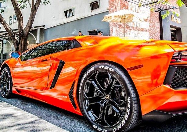 Siêu bò Lamborghini Aventador LP700-4 xuất hiện tại  Sài Gòn.