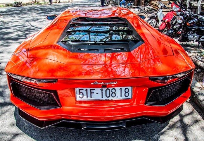 Siêu xe Lamborghini Aventador LP700-4 xuất hiện tại  Sài Gòn.