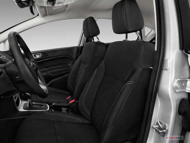 Đánh giá xe Ford Fiesta 2016: Thiết kế hàng ghế trước 1