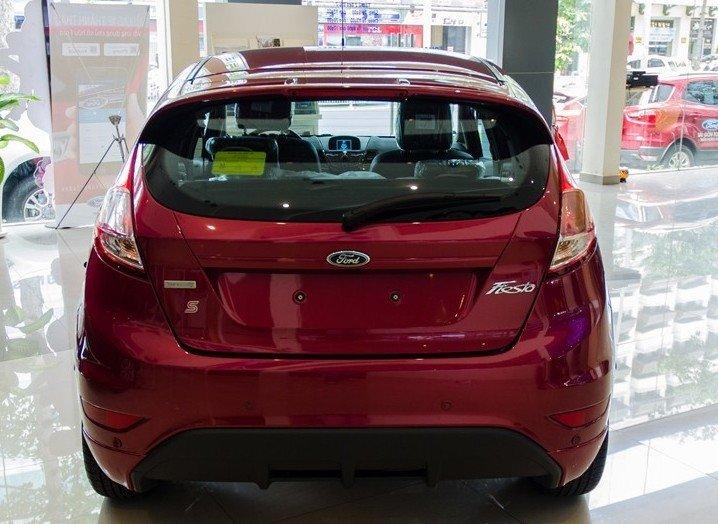Đánh giá xe Ford Fiesta 2016: Thiết kế đuôi xe không có sự thay đổi đáng kể so với thế hệ cũ 1