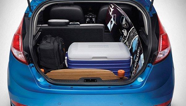 Đánh giá xe Ford Fiesta 2016: Khoang hành lý rộng rãi, đủ chỗ cho nhu cầu mua sắm cuối tuần 1