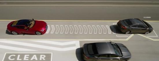 """Lexus giới thiệu công nghệ """"ép"""" xe tự nhường đường."""