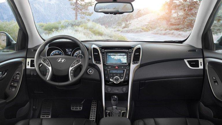 So sánh xe Chevrolet Cruze và Hyundai Elantra về nội thất: Xe Hàn thắng thế.